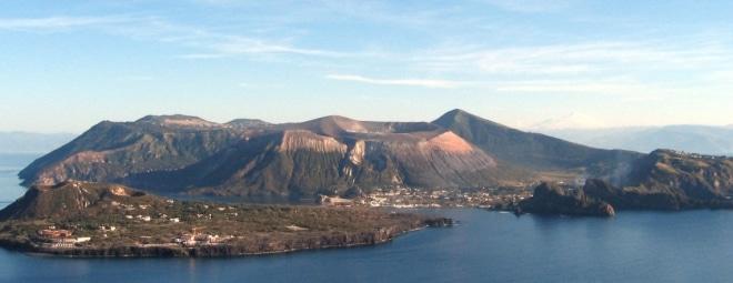 Les-volcans-et-Île-éolienne-Vulcano