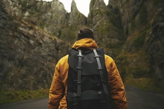 Le guide de l'auto-stoppeur 👍 comment faire du stop et voyager autrement