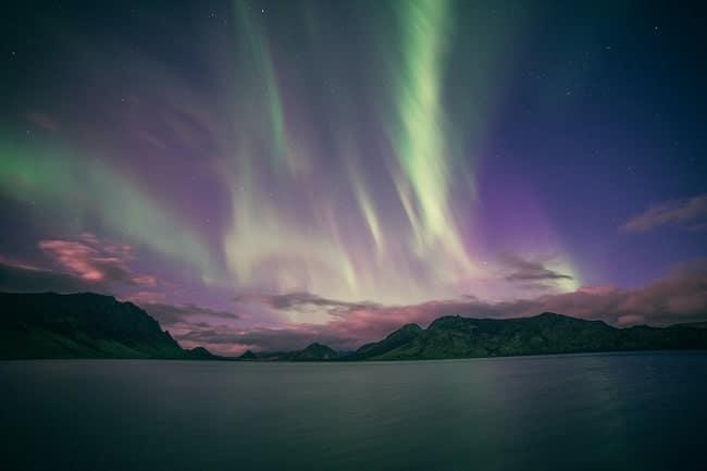 Aurores boréales à Álftavatn (le «lac des cygnes») en Islande