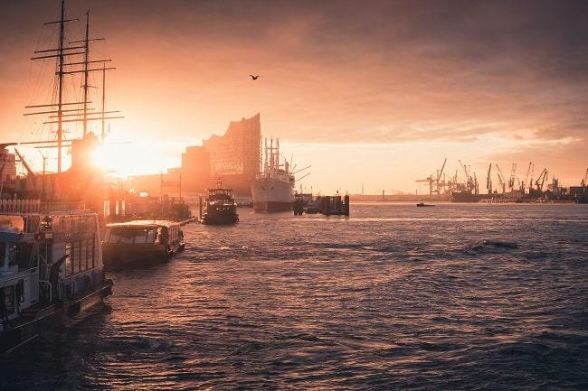 Port d'Hambourg, à l'embouchure de l'Elbe et près de la Mer du Nord